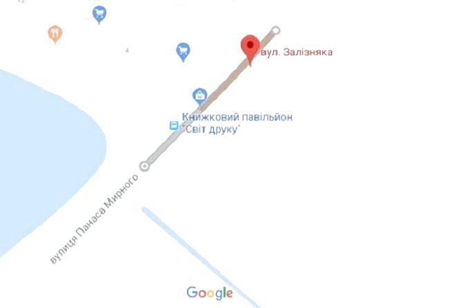Хмельничанин Ігор просить встановити світлофор біля зупинки на вулиці П. Мирного