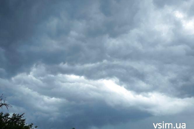 """Прогноз погоди на 10 липня. Українцям обіцяють """"вересневу свіжість посеред літа"""""""