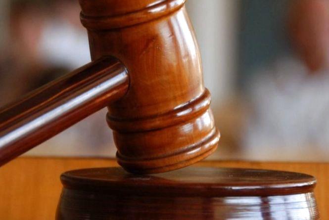 Засудили бандитів, які вимагали 3000 доларів неіснуючого боргу з хмельничанина