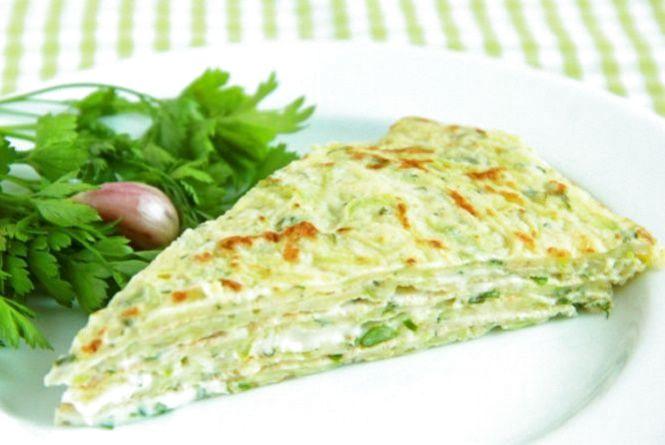 Рецепт дня. Готуємо кабачковий торт з зеленню і часником