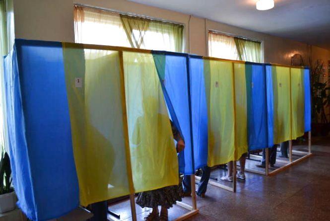 Штраф чи навіть в'язниця. Хмельничанам нагадали про покарання за селфі з виборчим бюлетенем