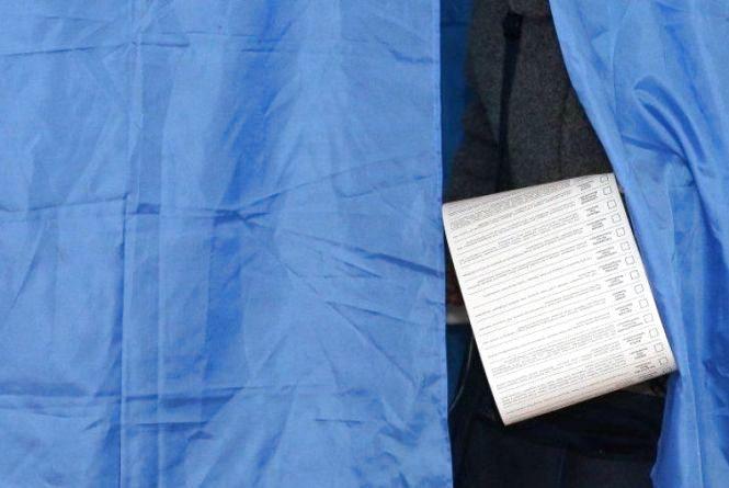 """На Хмельниччині п'яний хуліган влаштував """"акцію протесту"""" на виборчій дільниці"""
