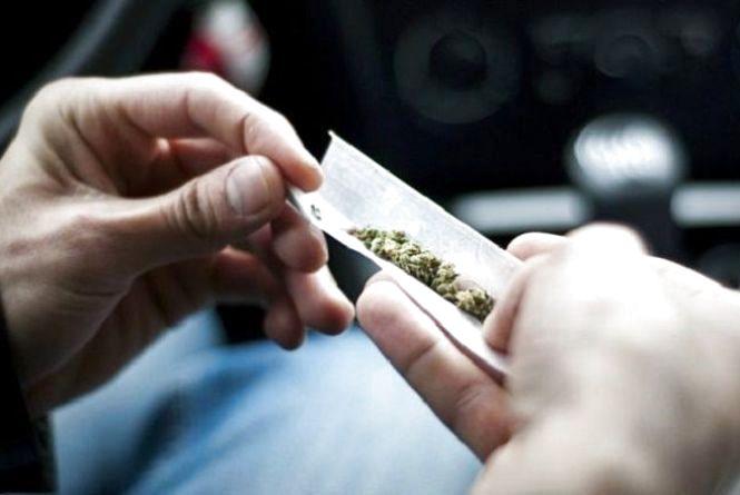 """Відпочинок """"під кайфом"""". За вихідні патрульні спіймали 5 хмельничан з наркотиками"""