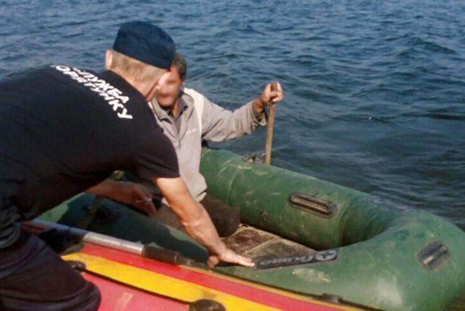 """На Дністрі врятували з """" водяної пастки"""" 56-річного відпочивальника"""