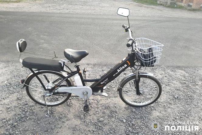 У Хмельницькому районі під колеса автомобіля потрапив 84-річний велосипедист