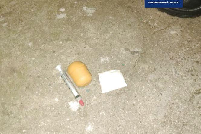 Чотирьох хмельничан спіймали посеред вулиці з наркотиками за добу
