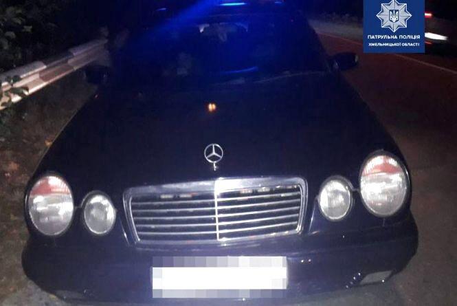 У Хмельницькому оштрафували водія, який самовільно встановив проблискові маячки на свій Mercedes