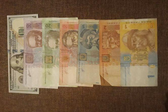 Долар поліз вгору. Курс валют на 22 серпня