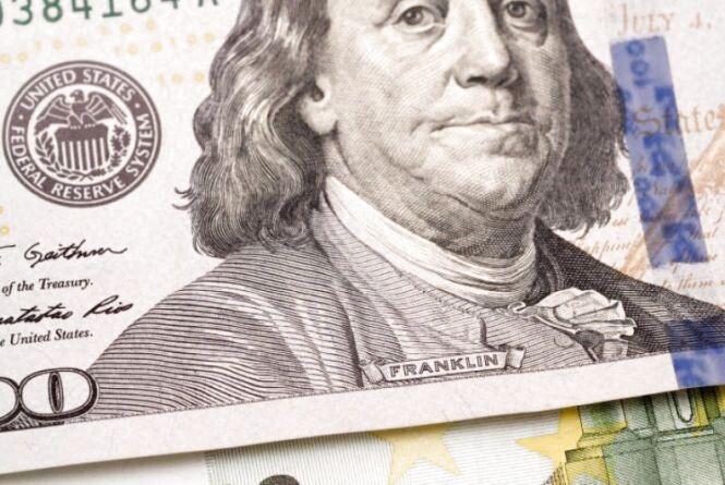 Який курс долара очікується в Україні до кінця серпня? Прогноз аналітика