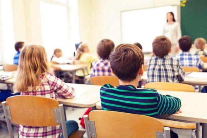 Шкільні канікули 2019-2020: скільки та коли відпочиватимуть учні (ГРАФІК)