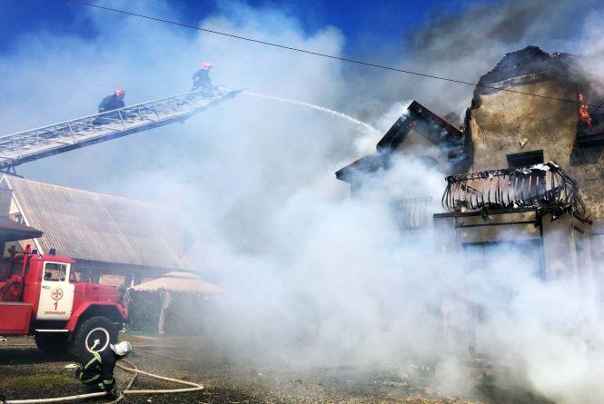Пожежа у Лісових Гринівцях: сільський котедж гасив 31 рятувальник