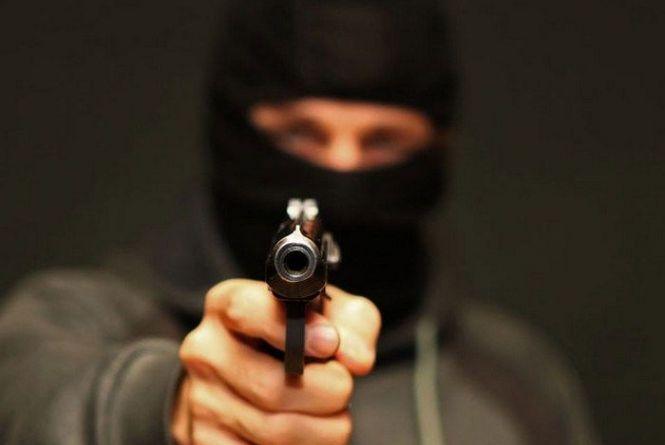"""На Хмельниччині судитимуть бандитів, які """"вибивали"""" гроші у місцевого підприємця"""