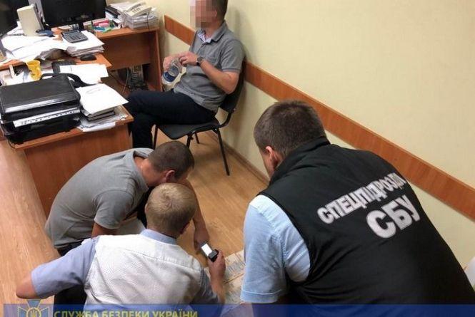 На Хмельниччині СБУ затримала на хабарі посадовця Держпродспоживслужби (ФОТО)