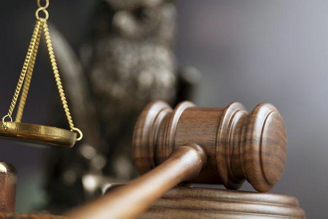 """Без посади та зі штрафом. На Хмельниччині засудили поліцейського за """"зловживання впливом"""""""