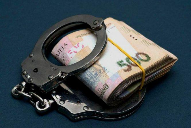 Посадовець з Хмельниччини попався на хабарі у 20 тисяч доларів