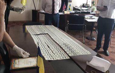 Голова Полонської РДА попався на хабарі у 33 тисячі доларів