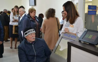 За пенсіями і субсидіями: на Перемоги відкрили нову приймальню соцзахисту