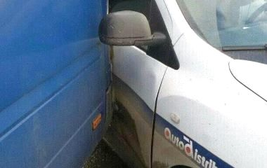 """Маршрутка """"Хмельницький - Кам'янець-Подільський"""" в'їхала в """"Renault"""""""