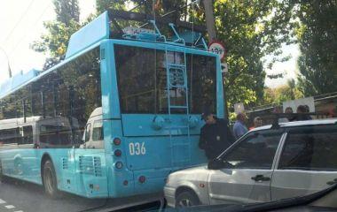 На Шевченка у ДТП потрапив новий тролейбус