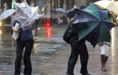 Шквальний вітер, холод та дощі: на Україну насувається негода