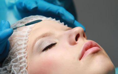 """Відкачати жир та розгладити зморшки: через що хмельничани готові """"лягти під ніж"""" пластичного хірурга"""