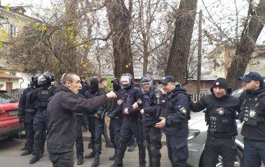 Масові сутички та вибухи під судом у Хмельницькому. Що там відбувалося (ФОТО, ВІДЕО)