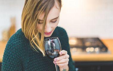 """Як відрізнити хороше вино від """"шмурдяка"""": розповідає сомельє"""