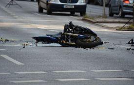 На Гречанах мотоцикліст врізався в автомобіль. Чоловік у реанімації