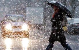 Сніг і дощ: через погіршення погоди хмельничан просять бути обачними на дорозі