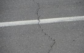Хмельницькі дороги, які ремонтували суцільним методом два роки тому, дали тріщини (ФОТО)