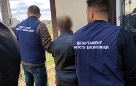 На Хмельниччині затримали екс-посадовця на хабарі (ФОТО)