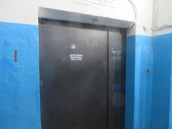 Ліфт на Подільській, 25