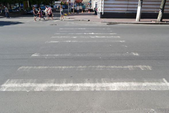 Вулиця Подільська. Розмітка фарбою
