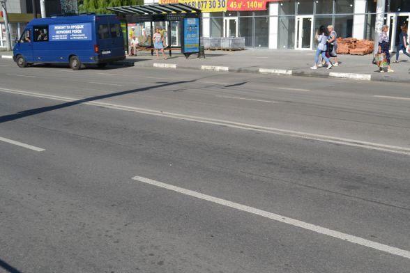 Вулиця Бандери, «Електроніка». Розмітка пластиком