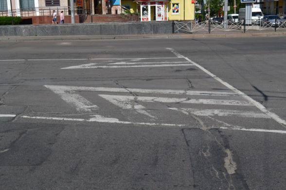 Вулиця Кам'янецька, «Либідь-Плаза». Розмітка фарбою