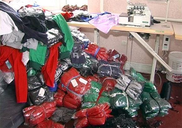 У Хмельницькому викрили мережу збуту фальсифікованого одягу «Nike» та  «Adidas»   09 12 2015 - vsim.ua 85834a8285b82